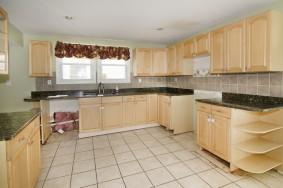 352-611686_Kitchen1_53879784